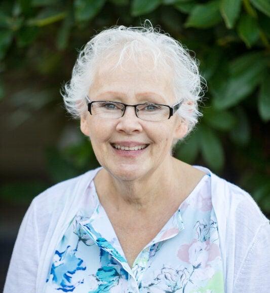 Headshot Debbie Sanstad